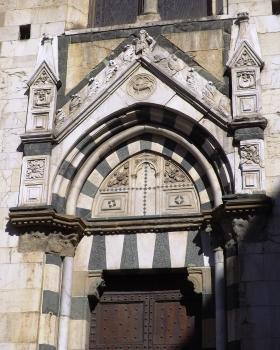 Portale Sud del transetto del duomo di Prato