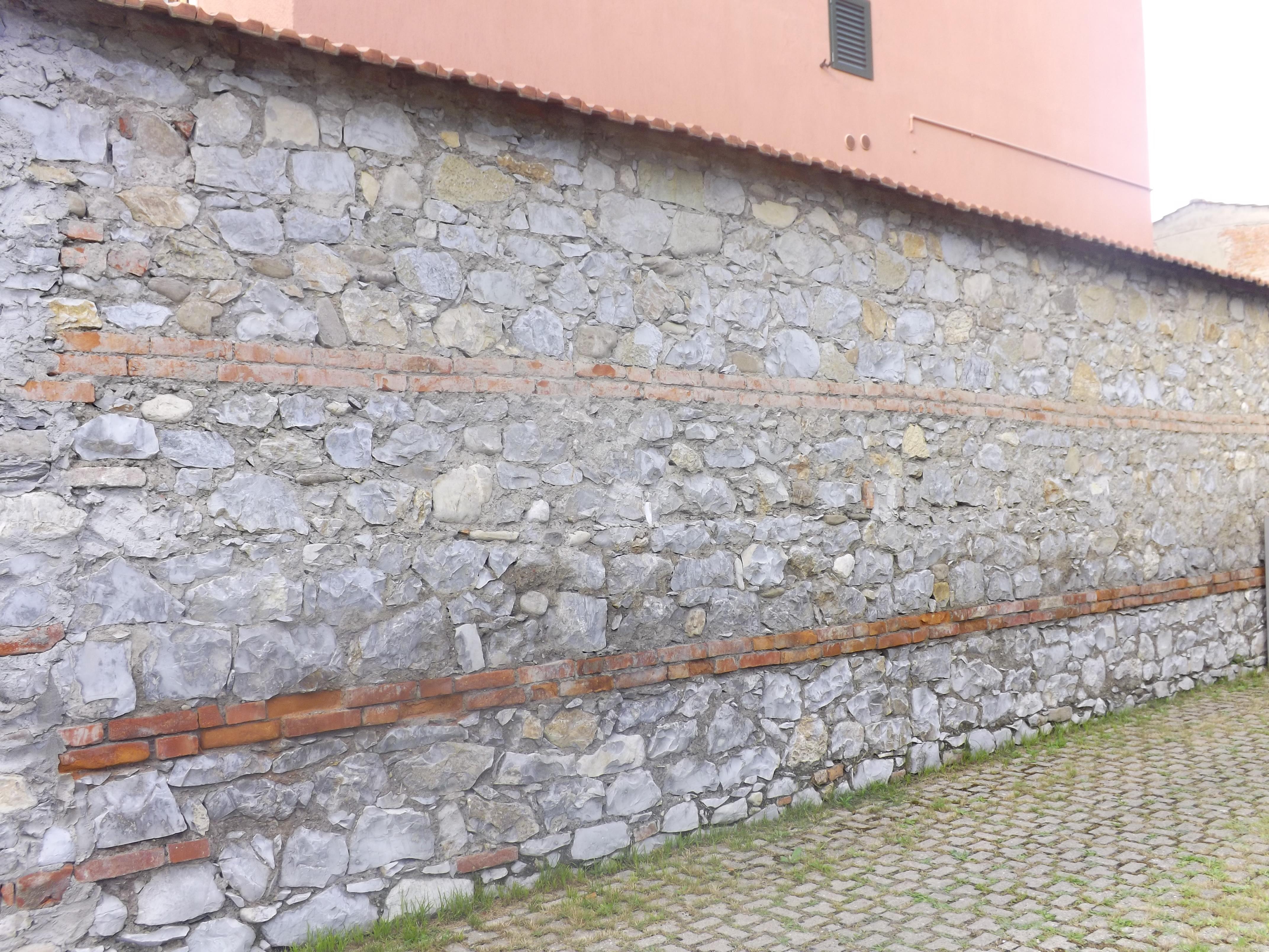 Un muro pratese prato e provincia for Mattoni e pietra americani