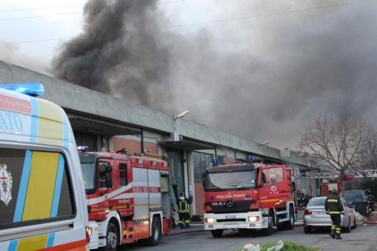 incendio fabbrica prato N01