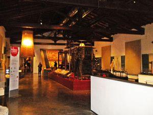 800px-Museo_del_Tessuto-stanza_principale