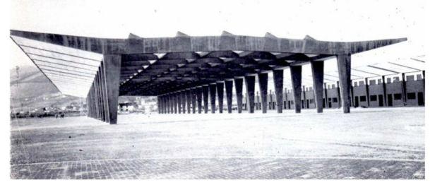 Il padiglione appena costruito mostra la sua ampia luce interna di 30 metri