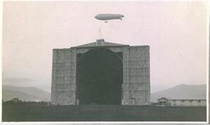 La struttura in funzione- in volo un dirigibile serie M- data tra il 1916 e il 1917