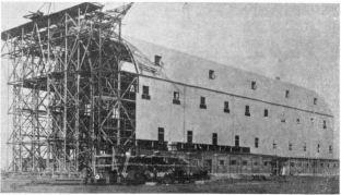 L'hangar in costruzione- gennaio 1915