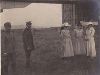 Foto di gruppo di visitatrici al varo dell'M6- giugno 1916 - archivio Osti